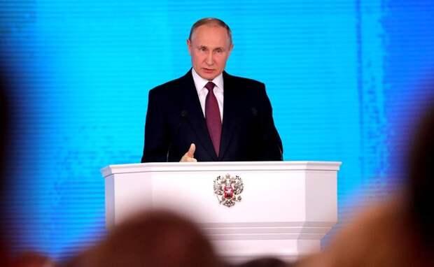 Путин объявил о продлении режима нерабочих дней до конца месяца