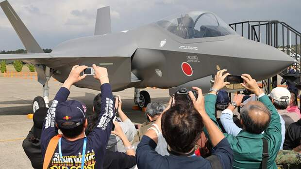 Японский реактивный истребитель F-35