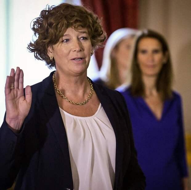 Впервые в истории ЕС пост министра в Бельгии получила женщина-трансгендер