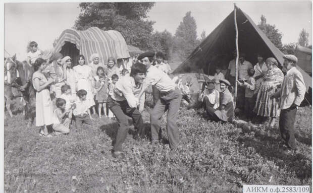 Цыганский колхоз, 1930-е гг. /Фото: contragents.ru