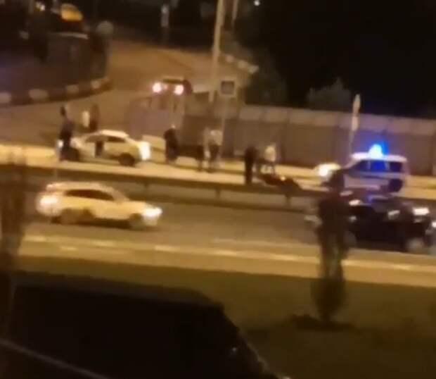 На Дмитровском мотоциклист влетел в такси