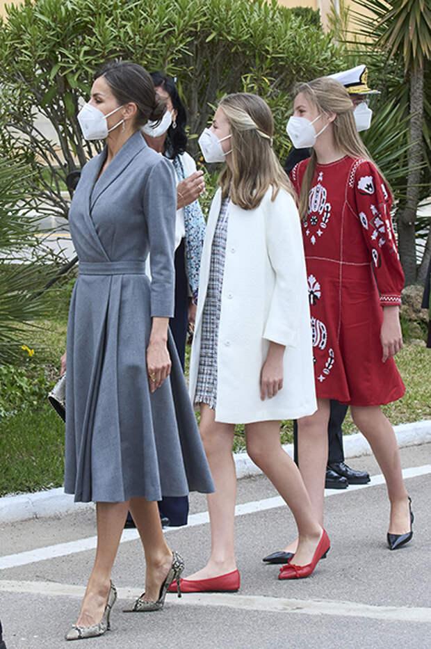 Королева Летиция с дочерьми Леонор и Софией