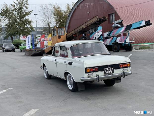 Автомобили СССР. Взгляните на «Москвич» с кожаными сиденьями и посадочными огнями — такой больше нигде не встретить