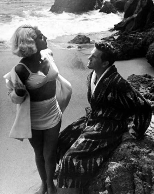 Секс-символ 40-50-ых Лана Тернер в фильме «Почтальон всегда звонит дважды» (1946).