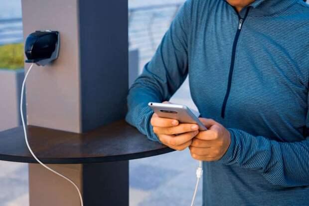 В Европе решили ввести единую зарядку для телефона