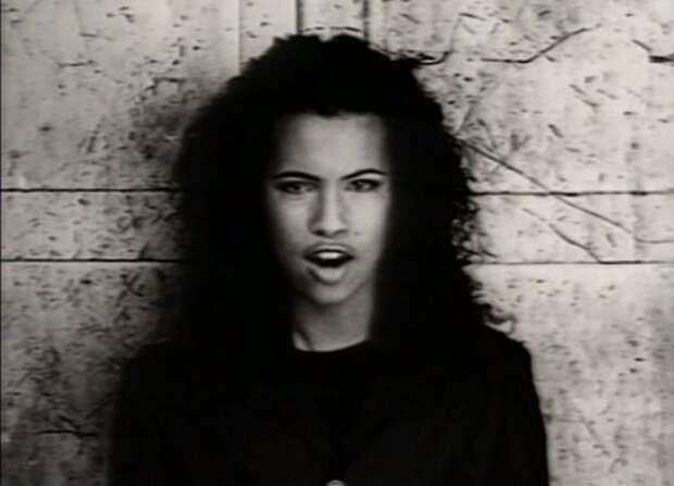 10 песен из 90-х, которые можно передать потомкам