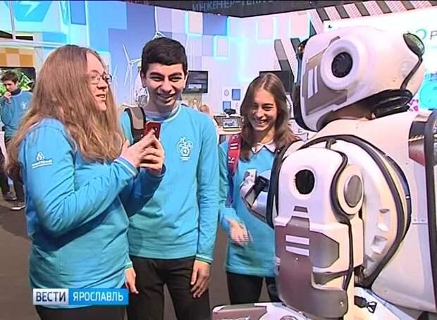"""""""Как тебе такое, Boston Dynamics?"""": На российском форуме под видом робота показали человека в костюме"""