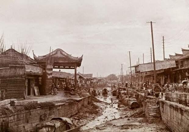 Канал во время отлива, Шанхай, 1900 г