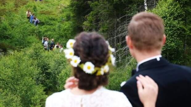 Европейцы из разных стран сыграли свадьбу на границе