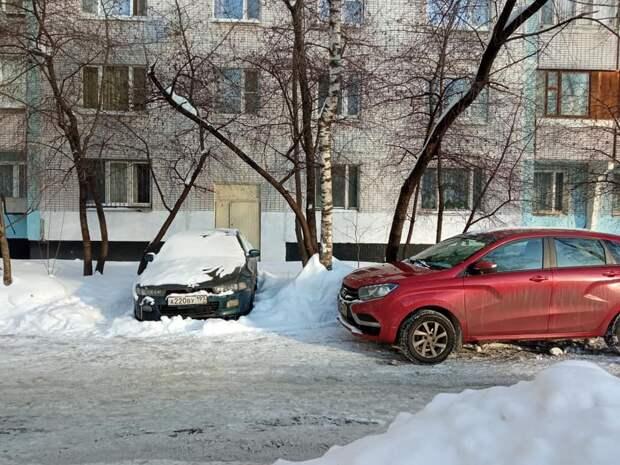 Возможно, это изображение (автомобиль, дорога и снег)