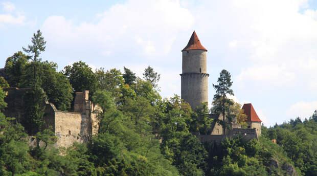 10 пугающих замков родом из Средневековья