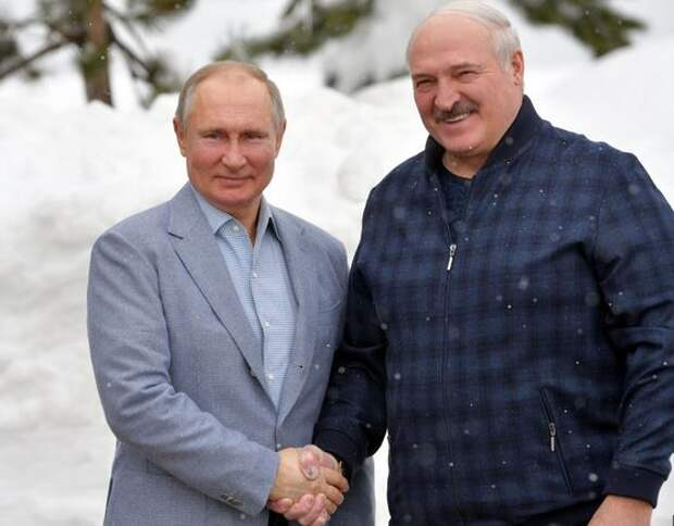 «Ельцинский сценарий»: оппозиционные каналы сообщают подробности «ссоры» Лукашенко с Кремлём по транзиту власти