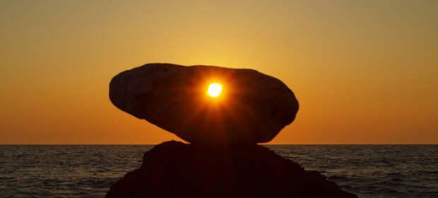 камень куриный бог