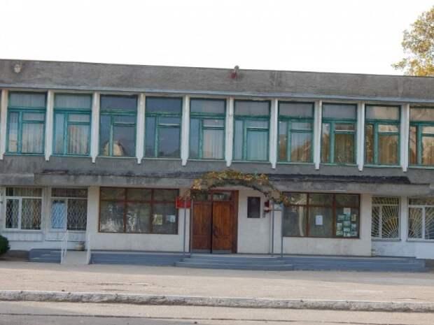 Севастопольская полиция отреагировала на сообщение о минировании школы (ЭКСКЛЮЗИВНЫЕ ФОТО)