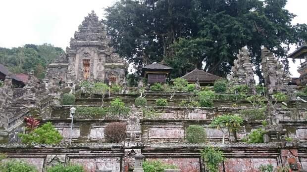 Балийские храмы: древние, домашние и повсеместные
