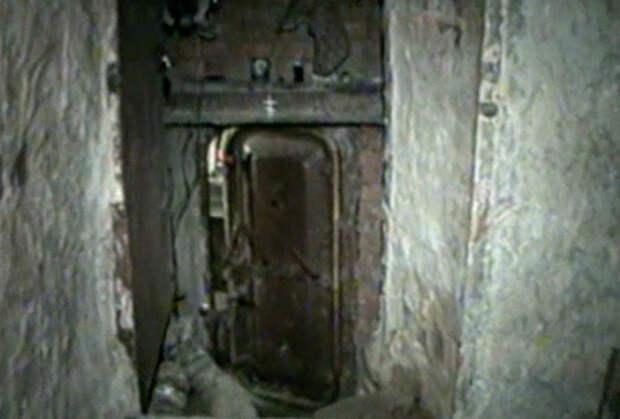 Дверь в бункере Александра Комина