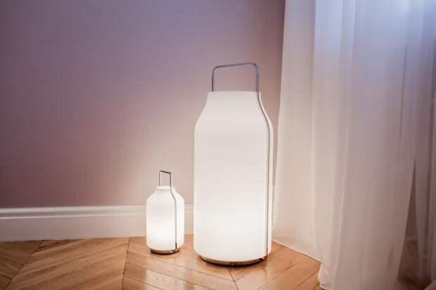 Композиция из Светильников в спальне формы фляжки, наполненой молоком.)
