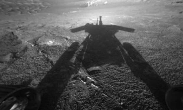 Среди скал на Марсе ученые НАСА увидели каменный объект, похожий на статую Шумеров