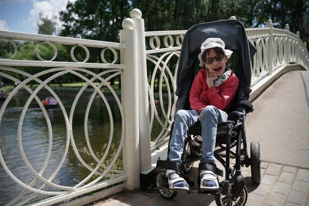 Тяжелобольной девочке из Бибирева приобрели тренажер для реабилитации