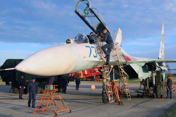 Россия перебросила в Крым более ста военных самолетов и вертолетов