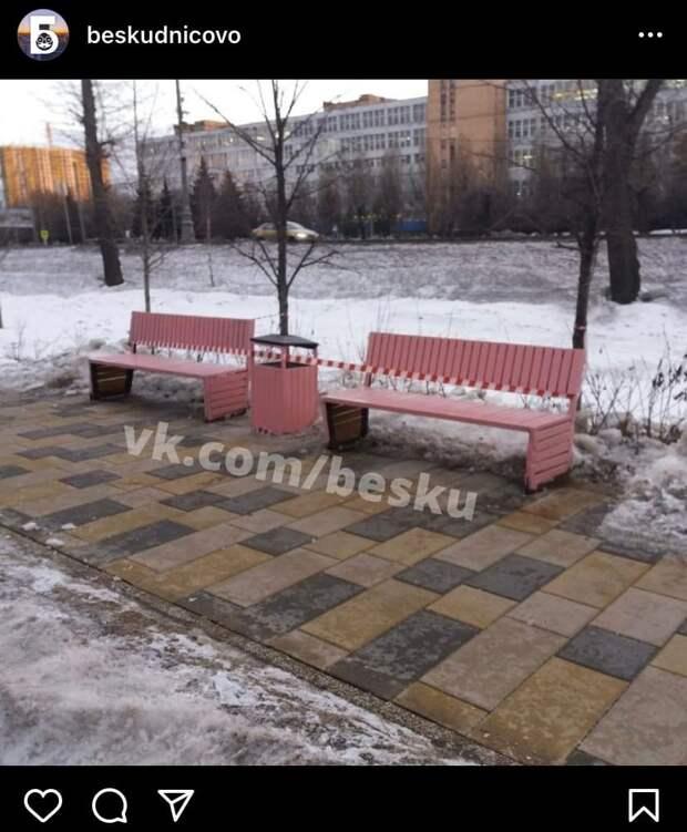 Фото дня: в парке имени Федорова появились розовые лавочки