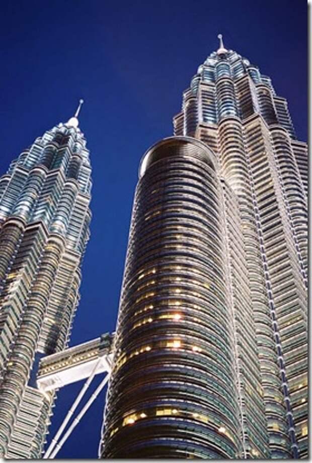 401px-Torres_Petronas_Mayo_2004