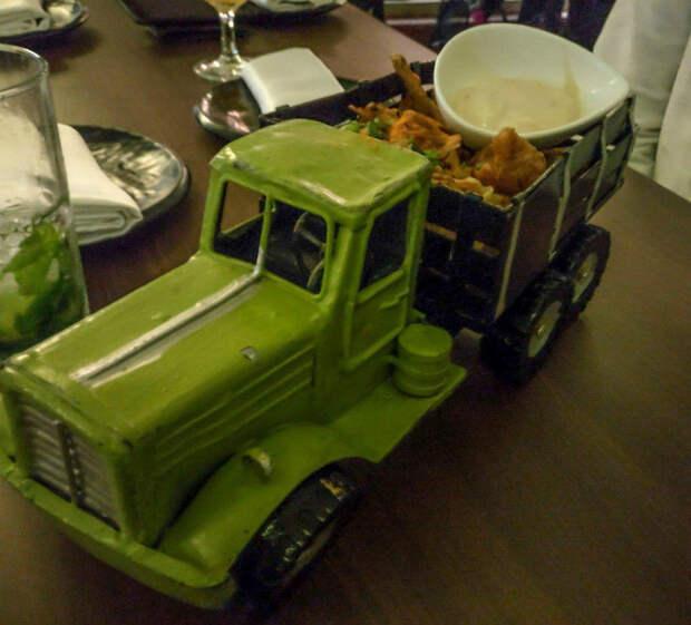 Обед в грузовике.