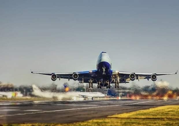 Авиакомпании пожаловались в Минтранс на подорожание топлива