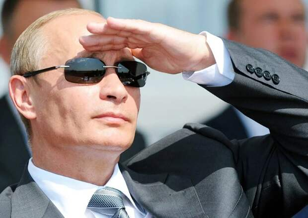 В России люди разделились на два лагеря. Одни поддерживают Путина и другие, которые не поддерживают Путина. Давайте коротко исследуем эти два лагеря. Сразу оговоримся, что и среди первых, и среди вторых всё тоже не так однородно, там есть разные группы людей с довольно противоположными взглядами и политическими предпочтениями...фото из интернета
