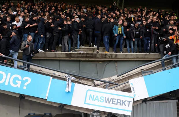 В Нидерландах во время футбольного матча обрушилась трибуна с болельщиками