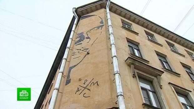 Петербургский суд обязал закрасить граффити с Хармсом