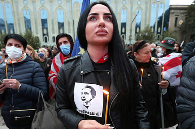 В Тбилиси проходит акция в поддержку Саакашвили
