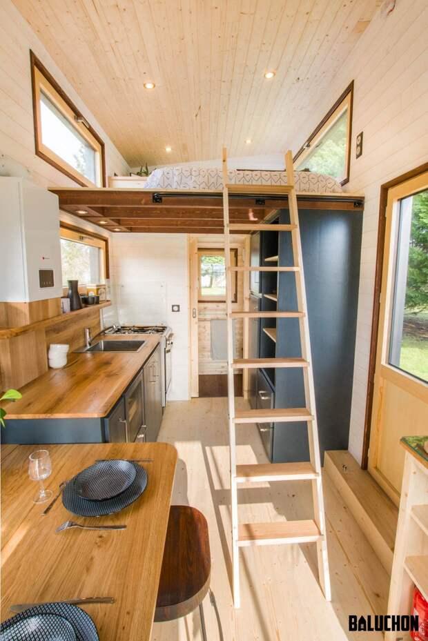 В этом мобильном доме длиной всего 6 метров могут разместиться целых пять человек и кот