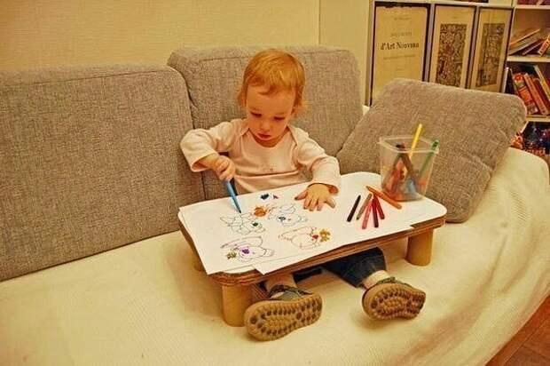 """Детский """"надиванный"""" столик из коробочного картона"""