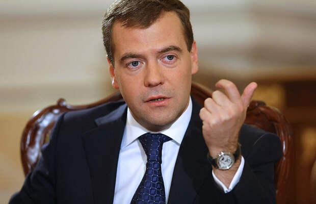 Политологи уверены, что шансы Дмитрия Медведева на президентство существенно выросли