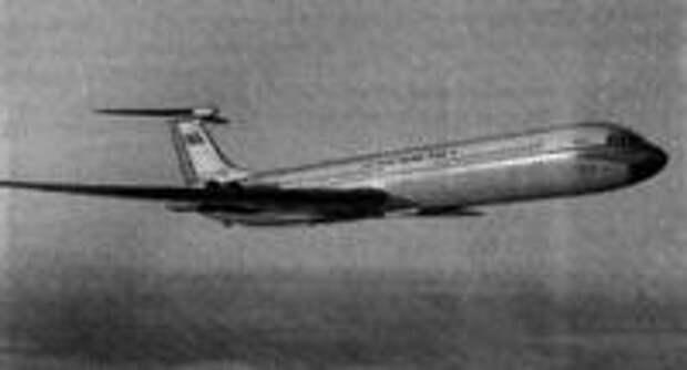 Рис. 3. Дальний магистральный пассажирский самолет Ил-62