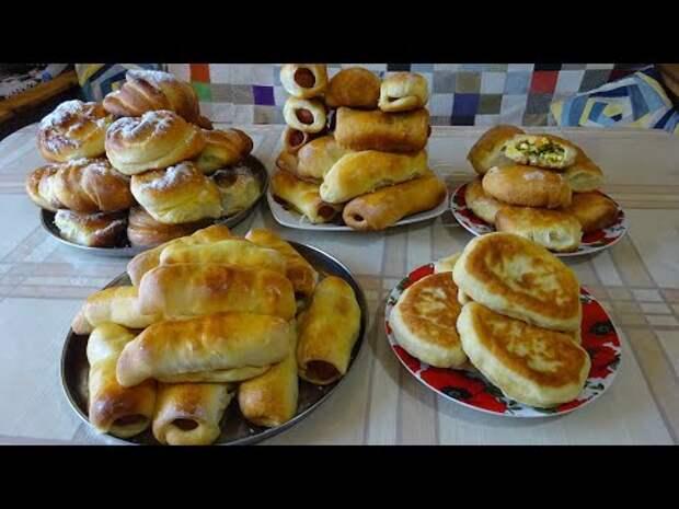 Вкуснейшие сосиски в тесте, а пирожки с яйцами и луком - просто объедение!