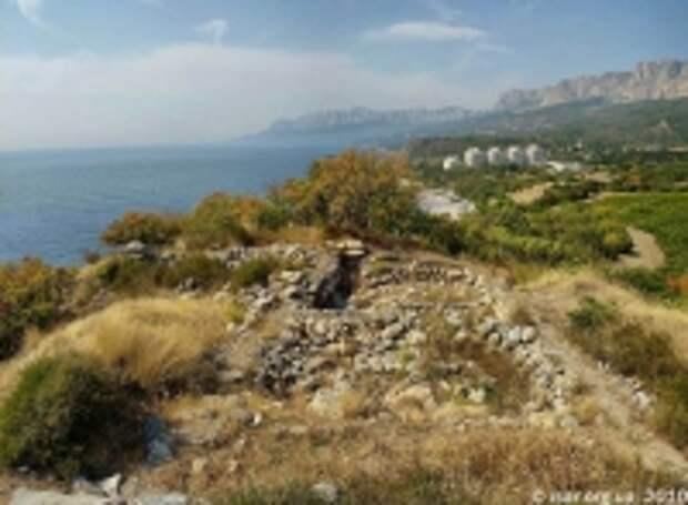 В Симеизе застраивают средневековый крымский замок