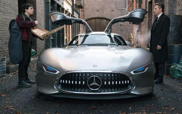 Новый автомобиль Бэтмена – впервые он рекламирует Mercedes