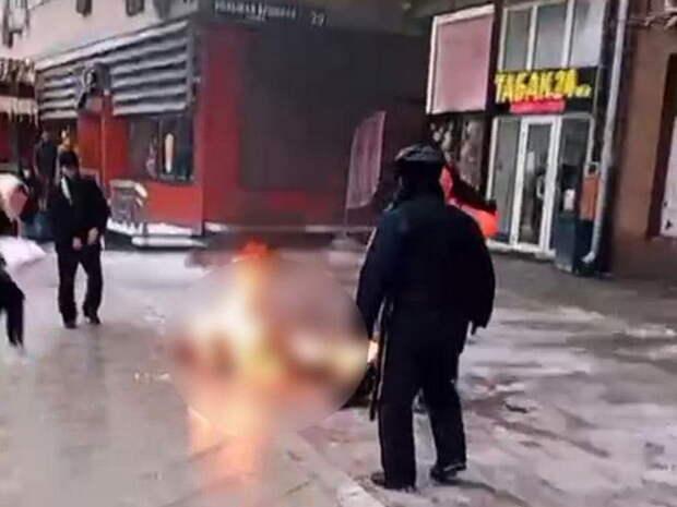 Полицейский предотвратил акт самосожжения в центре Москвы