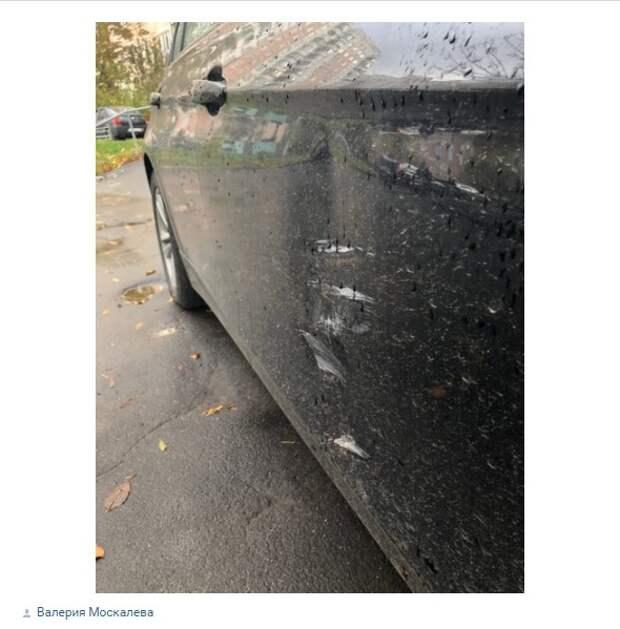 Жительница Митина разыскивает водителя, «бортанувшего» ее автомобиль
