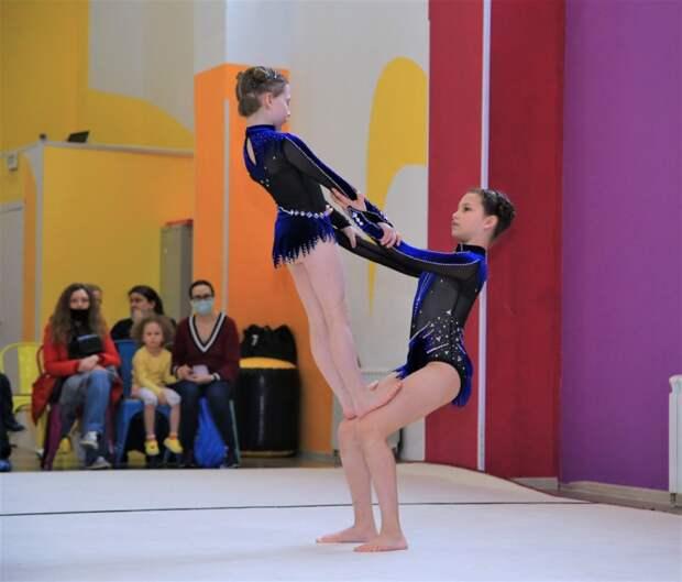 Воспитанницы ДК «Юность» победили в городских соревнованиях по акробатике