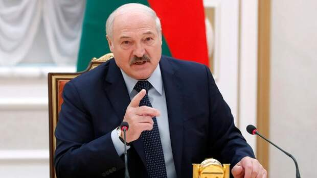 Проходной двор на границе: Как Лукашенко сводит счёты с Прибалтикой