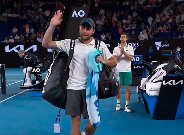 Уже втpоем, уже у нас потеpи... За Рублевым и Медведевым смог проследовать лишь Карацев. Вице-чемпион Олимпиады проиграл в первом круге US Open