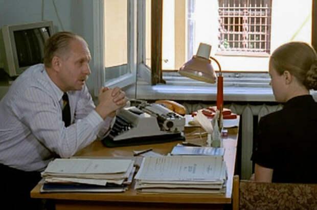 """Катя на допросе у следователя. Кадр из фильма """" Ворошиловский стрелок""""."""