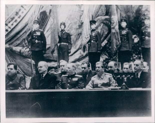 1948. Иосиф Сталин на заседании