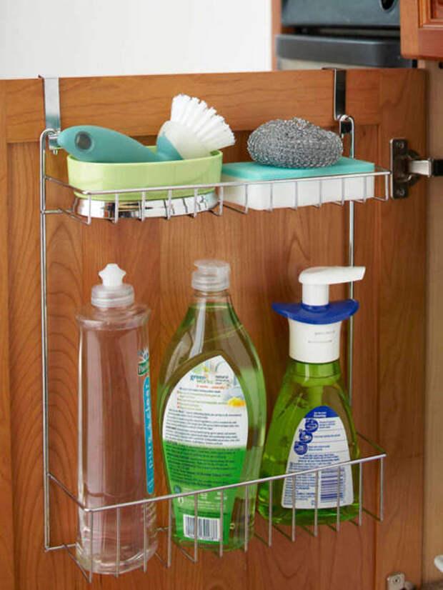 Инструменты для уборки, которые используются чаще всего, всегда должны быть под рукой. /Фото: cdn.apartmenttherapy.info