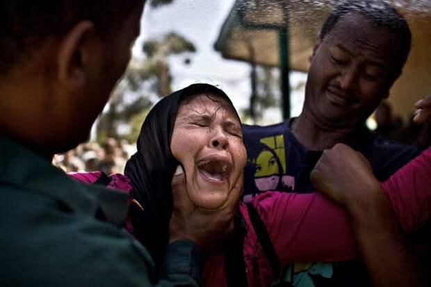 Фотограф стал свидетелем ритуала изгнания бесов в Эфиопии