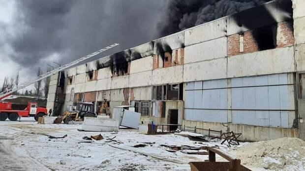Прокуратура проверяет предприятие вШахтах, где вспыхнул крупный пожар