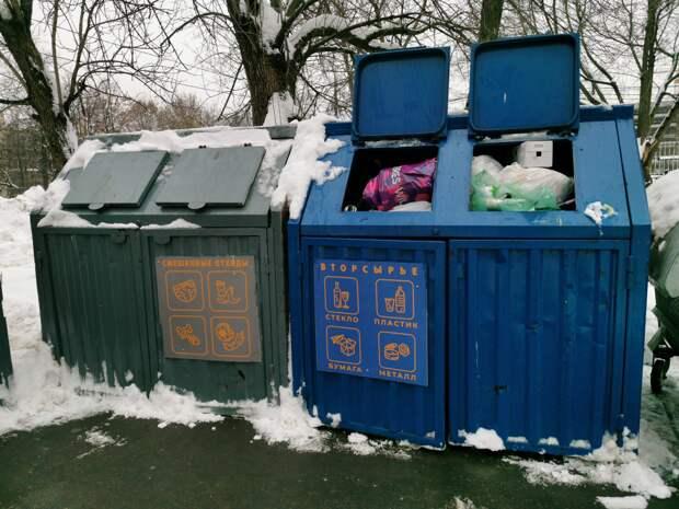 Коммунальщики убрали мусор на Большой Марфинской